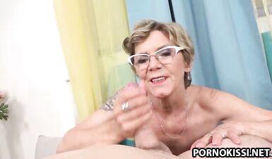 Бабушка Инга делает минет