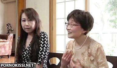 Японская бабушка трахает бывшего мужа