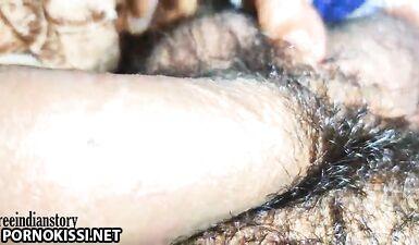 Индийская горничная делает минет и глотает сперму