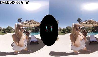 Блондинка-бомба с большими сиськами Пейсли Портер скачет на члене у бассейна - VR