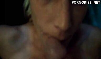 Обливает спермой симпатичное лицо подруги