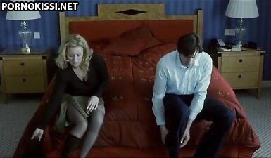 Секс в номере отеля с блондинистой милфой