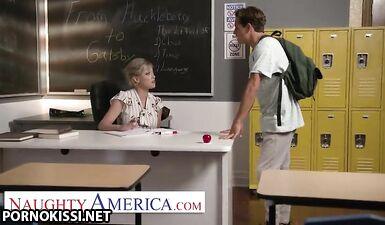 Очень плохой ученик трахает учительницу