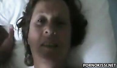 Тетя оседлала лицо племянника, а он ее вылизал