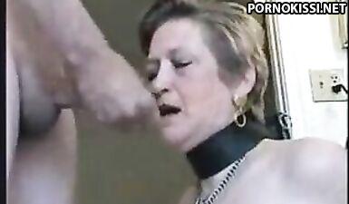 Покорная зрелая женщина глубоко берет член мужа в рот