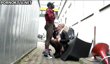 Зрелая Вегас Лана проститутка обожает большой черный член
