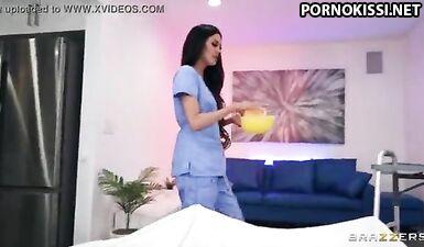 Сексапильная медсестра лечит от всех болезней