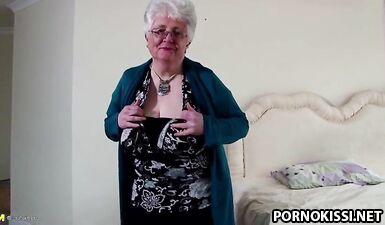 Старая бабушка с большими сиськами и жаждущей вагиной