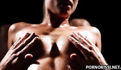 Сексуальные игры со льдом страстной парочки