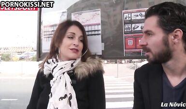Французскую мамку, снятую на улице, трахнули в задницу