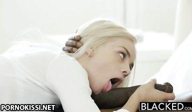 Черный мужик засадил кривой член в вагину стройной подружки жены