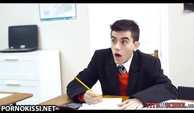Большегрудая училка в чулках сосет длинный пенис студента и ебется с ним на столе