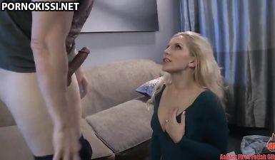 После ссоры с женой, грубый муж прокатил на хуе пизду блондинистой проститутки