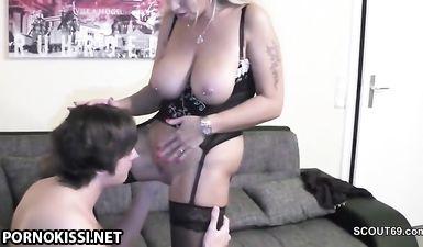 Грудастая мамочка в чулках сосёт и дрочит большой член сына ножками до спермы