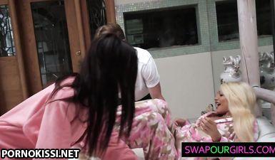 Мужики ласкают тела двух спящих подруг в спальне