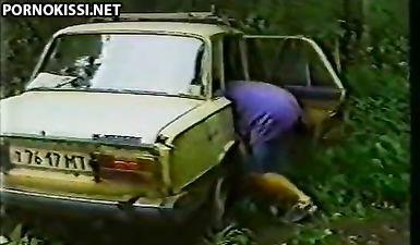 Деревенская девушка трахается с толпой мужиков на природе