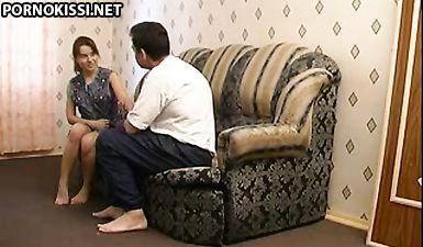 Мужик развел молодую соседку и выебал на диване