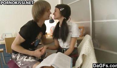 Русская студентка в короткой юбке с другом анальным сексом занялась