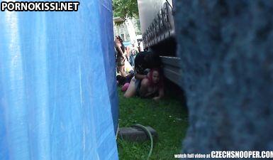 Пылкий мужчина сделал малознакомой милфе куни и оттрахал ее в киску на улице