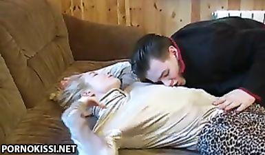 Смышленый русский пацан напоил сестру для проеба ее узкой вагины
