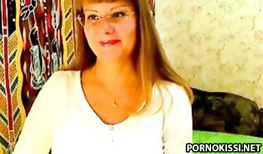 Беременная девушка показывает голую киску в порно чате