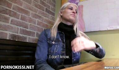 Пикапер трахнул блондинку за 300 фальшивых долларов