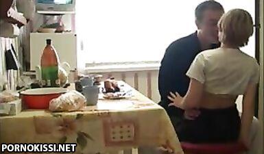 Русский папа выпил водки и трахнул дочку