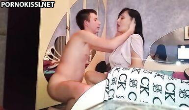 Русский сын действительно трахает свою мать в жопу