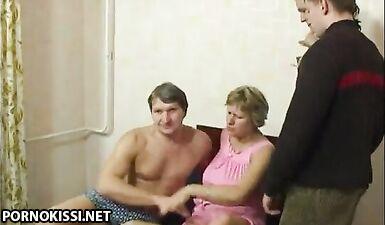 Русская семья извращенцев каждый день занимается групповым сексом с инцестом
