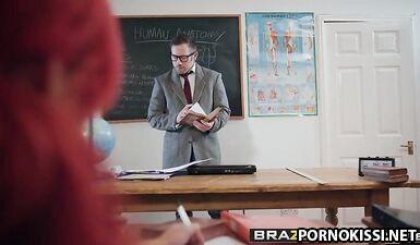 Учитель биологии трахнул студентку за плохое поведение