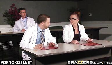 Медбрат выебал в анал медсестру после скандала с главным врачом