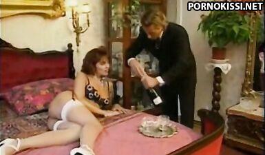 Порно модель Симона Валли трахается в попку с адвокатом