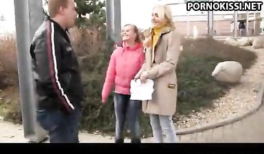 Две русские госпожи трахают толстого раба в позе наездниц