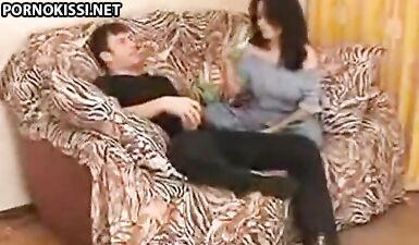 Русские любовники выпили за любовь и занялись сексом