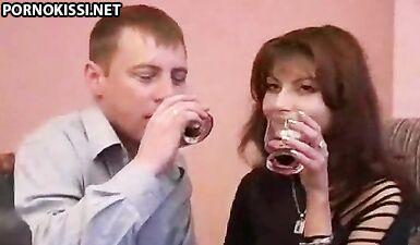 Русская пьяная мать занялась инцестом с сыном после стриптиза