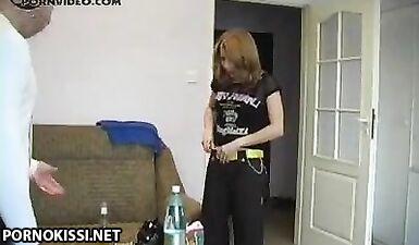 Русская сучка пьет водку во время минета и трахается с соседом