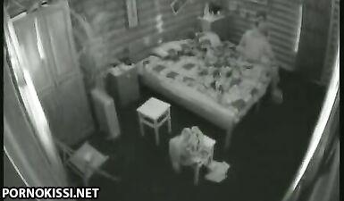 Парень трахает Елену Беркову в киску перед скрытыми камерами на «Дом-2»